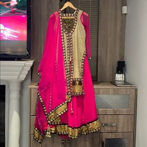 Traditional Indian Shara Suit